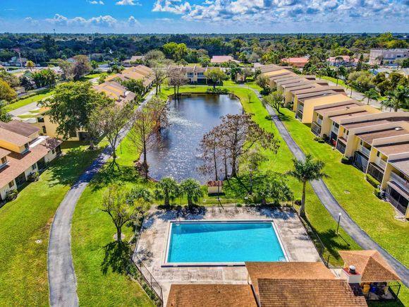1701 Woodridge Lakes Circle West Palm Beach, FL 33406