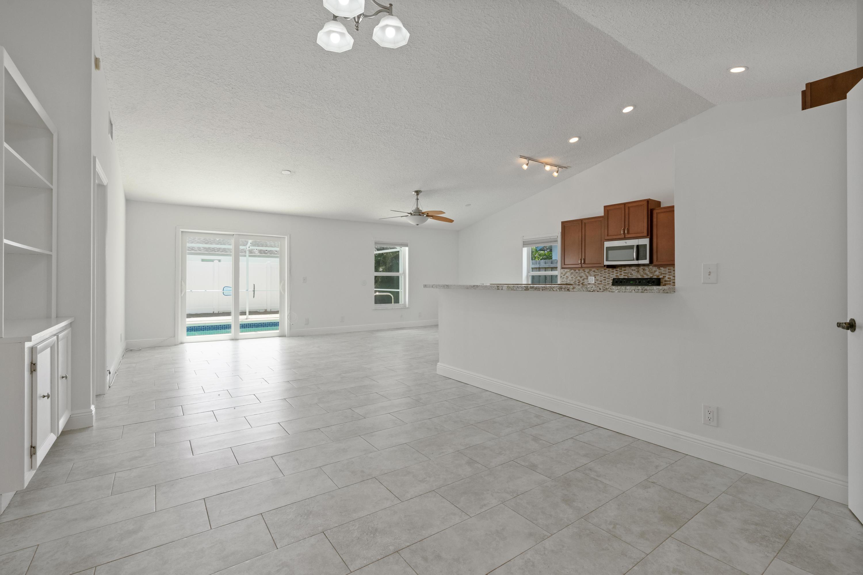 6446 Leslie Street Jupiter, FL 33458 photo 9