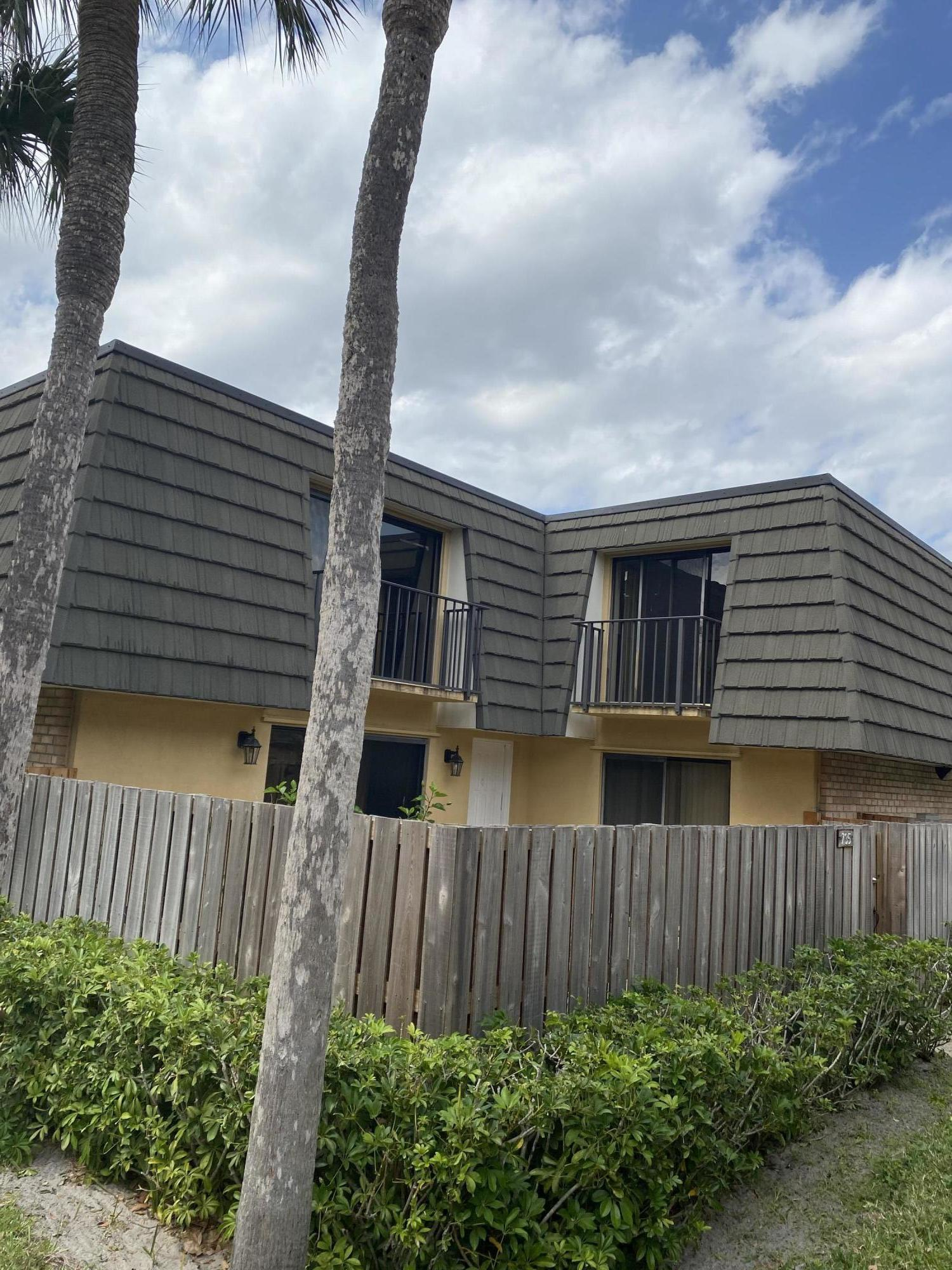 735  7th Way  For Sale 10702863, FL