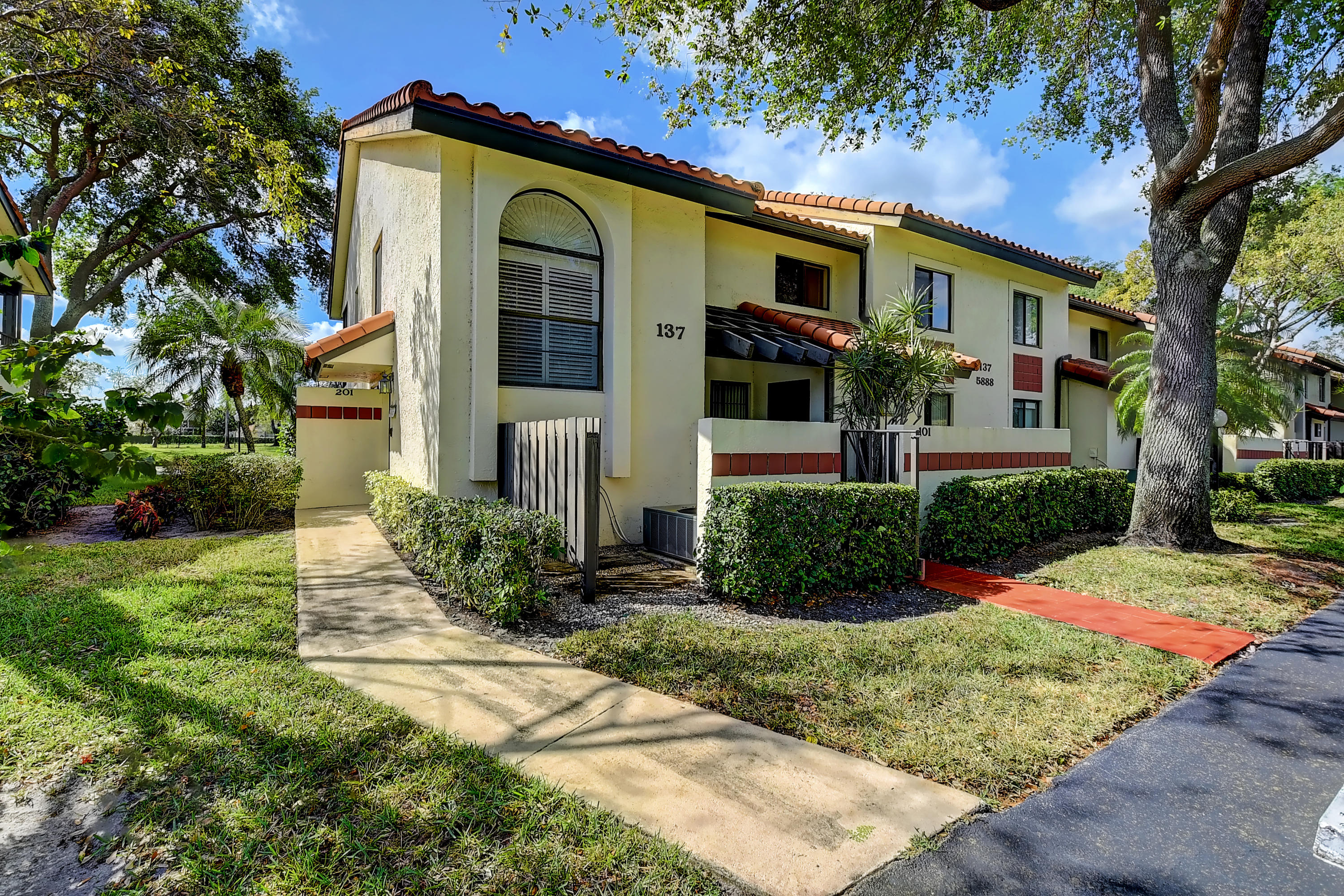 5888 S End Lake Drive 201 For Sale 10702483, FL