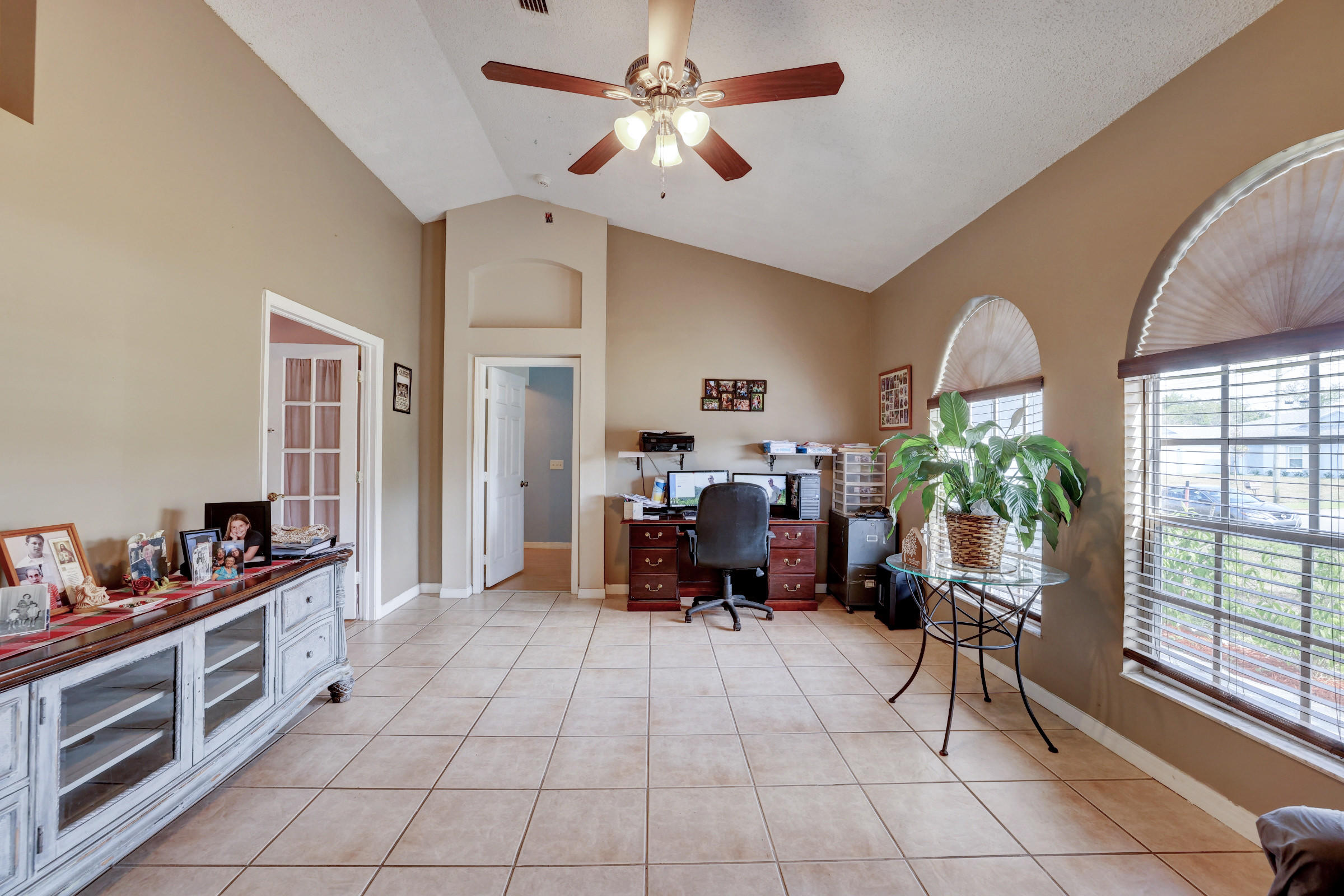 515 SW Jeanne Avenue Port Saint Lucie, FL 34953 photo 3