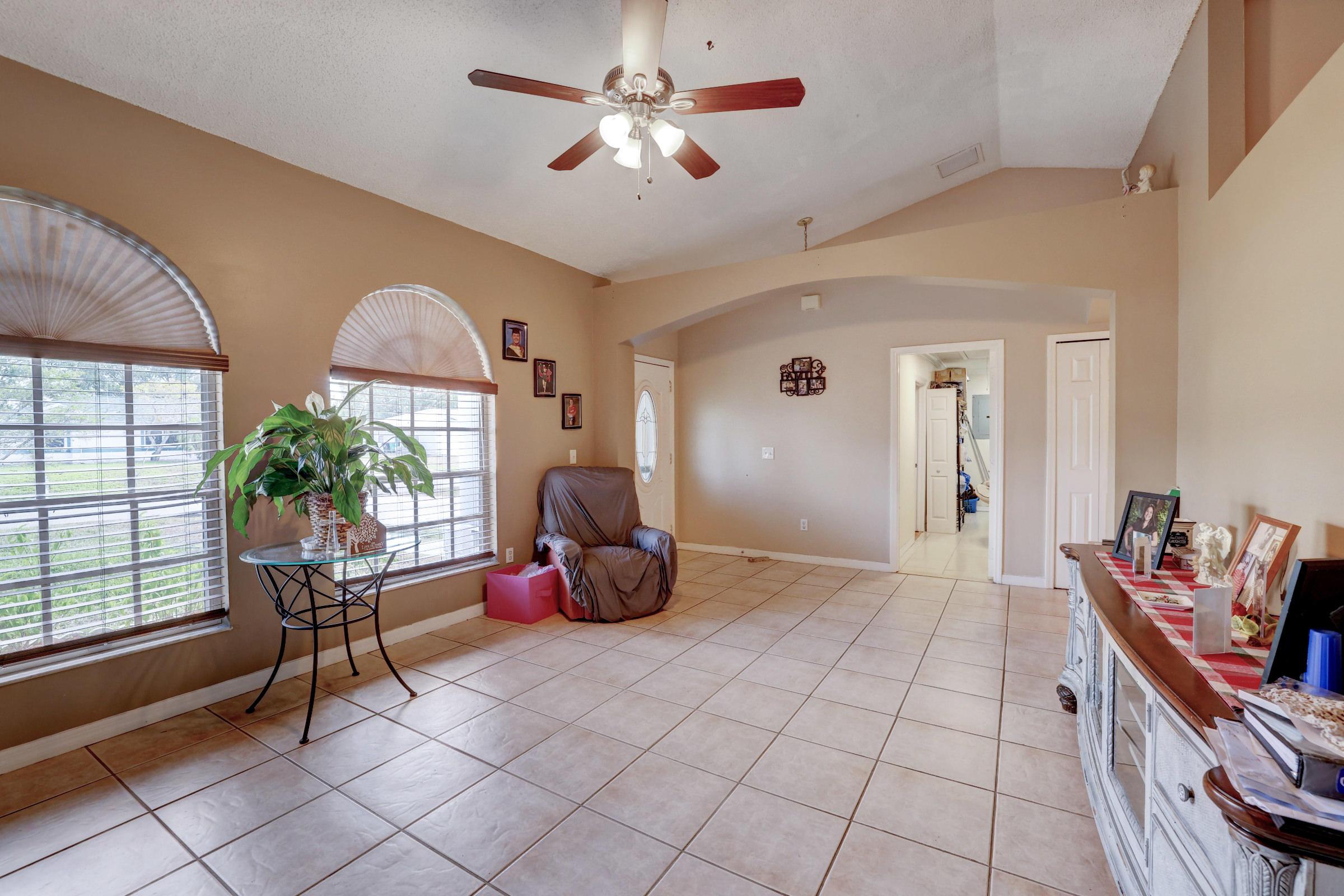 515 SW Jeanne Avenue Port Saint Lucie, FL 34953 photo 5