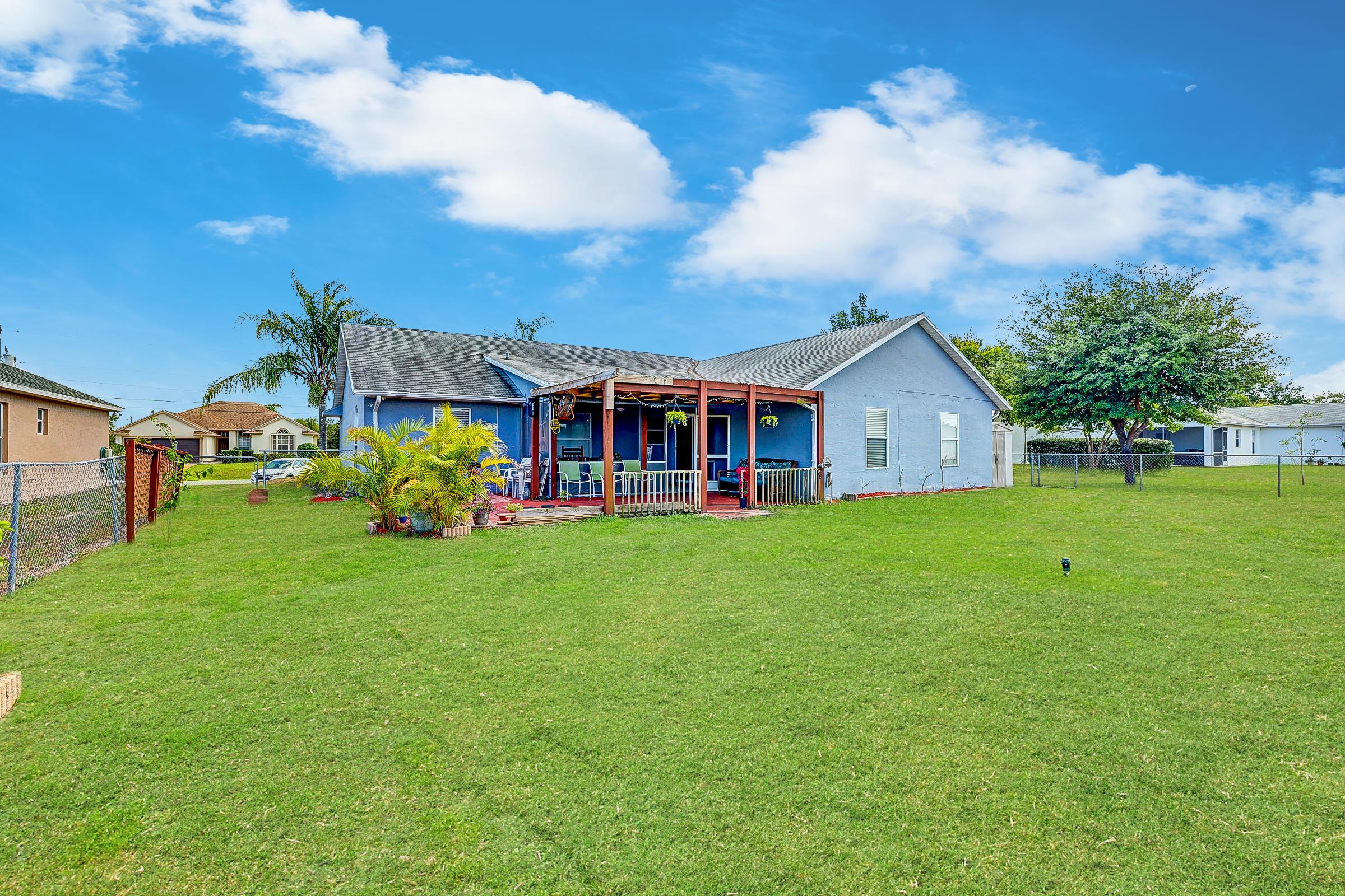 515 SW Jeanne Avenue Port Saint Lucie, FL 34953 photo 2