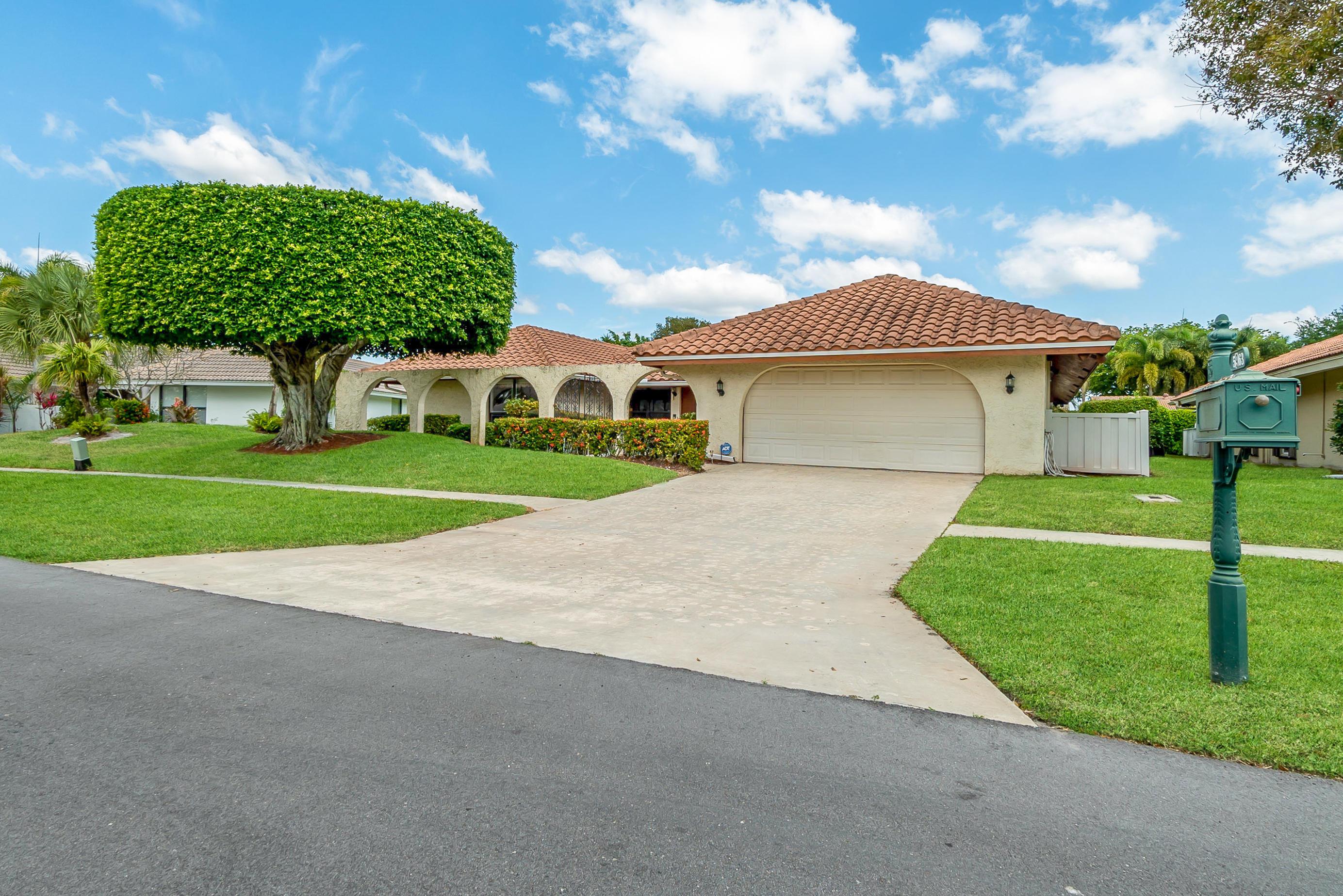 5963  Glenbrook Drive  For Sale 10702869, FL