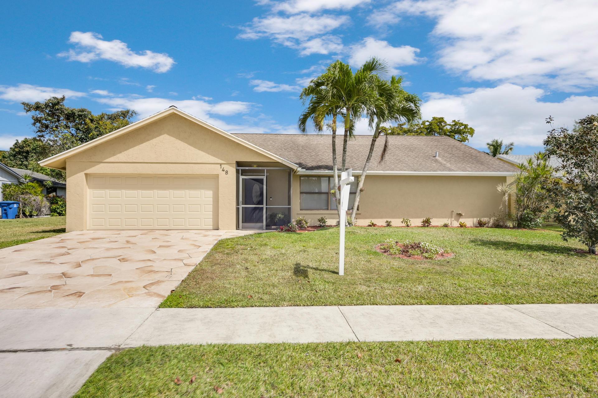 148 Viscaya Avenue Royal Palm Beach, FL 33411 photo 2
