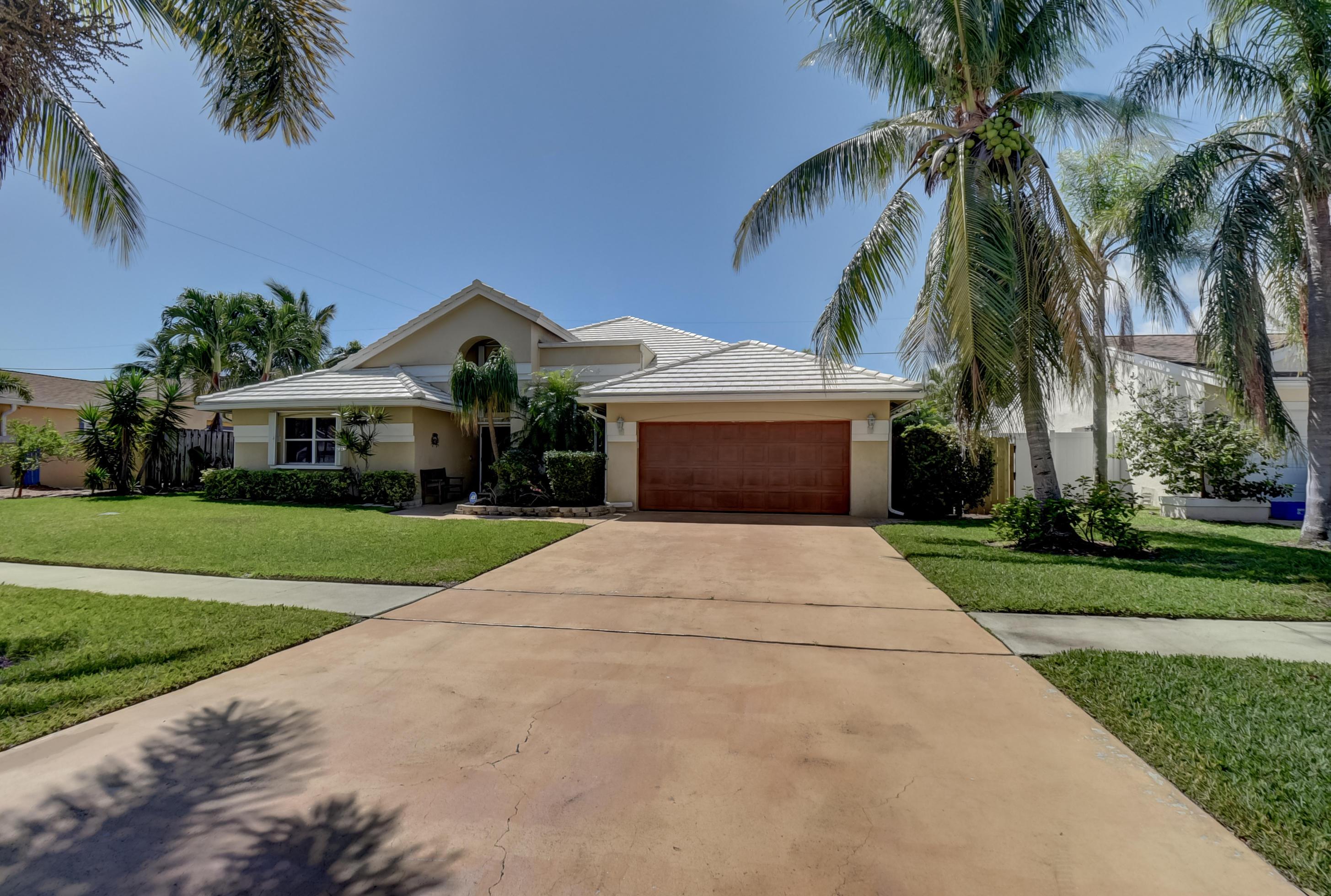 390  Apache Lane  For Sale 10703157, FL