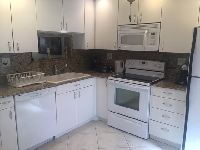 Bright spotless kitchen fully equipped