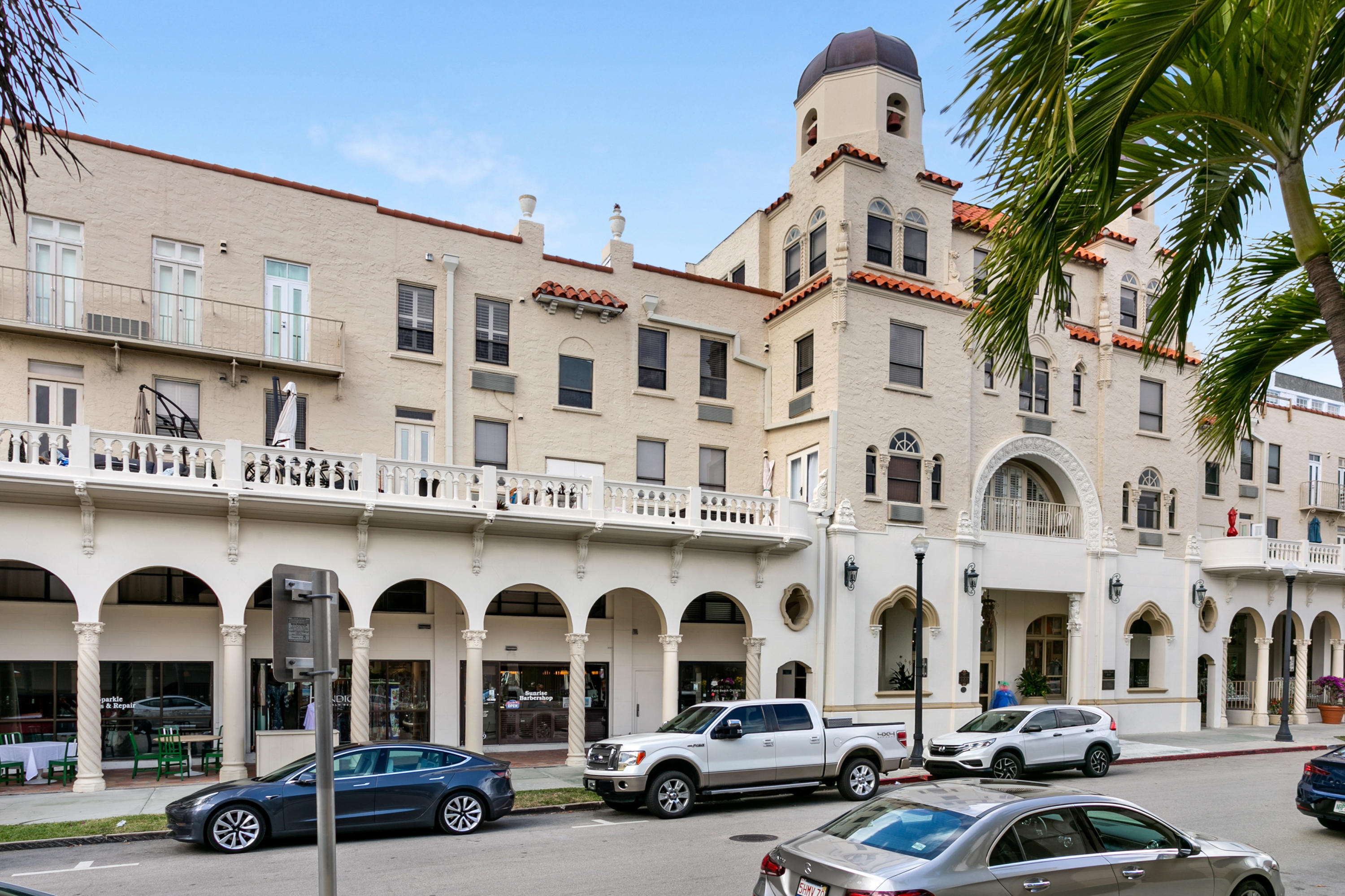 Perfect Palm Beach Quarantine Pied-a-terre penthouse !Spanish and Mediterranean architecture in this Grand Dame historic landmark building where Fred Astaire and Ginger Rogers once danced in the courtyard. Sweeping views of the Breakers Hotel, a sneak peak of the ocean, and fabulous intracoastal fireworks displays on holidays ! Walk one block on famed turquoise white sandy beaches, the lake trail or right on your block are 3 banks, publix, French Pastry Shop, cobbler, cleaners, Classic Palm Beach Hair salon and an island full of award winning dining, private clubs and iconic Worth Avenue for luxury shopping.Flooded with natural light,murphy bed, gourmet kitchen, and a frameless shower. Soaring cathedral ceilings, whitewashed beams. The only penthouse on the market !