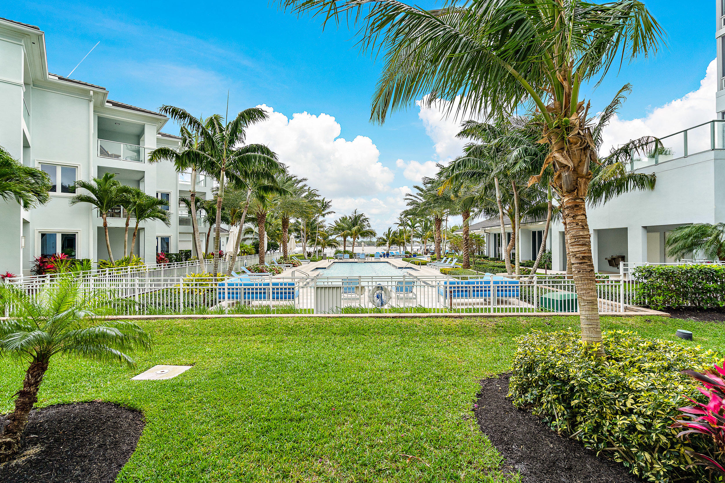 118  Water Club Court  For Sale 10704029, FL