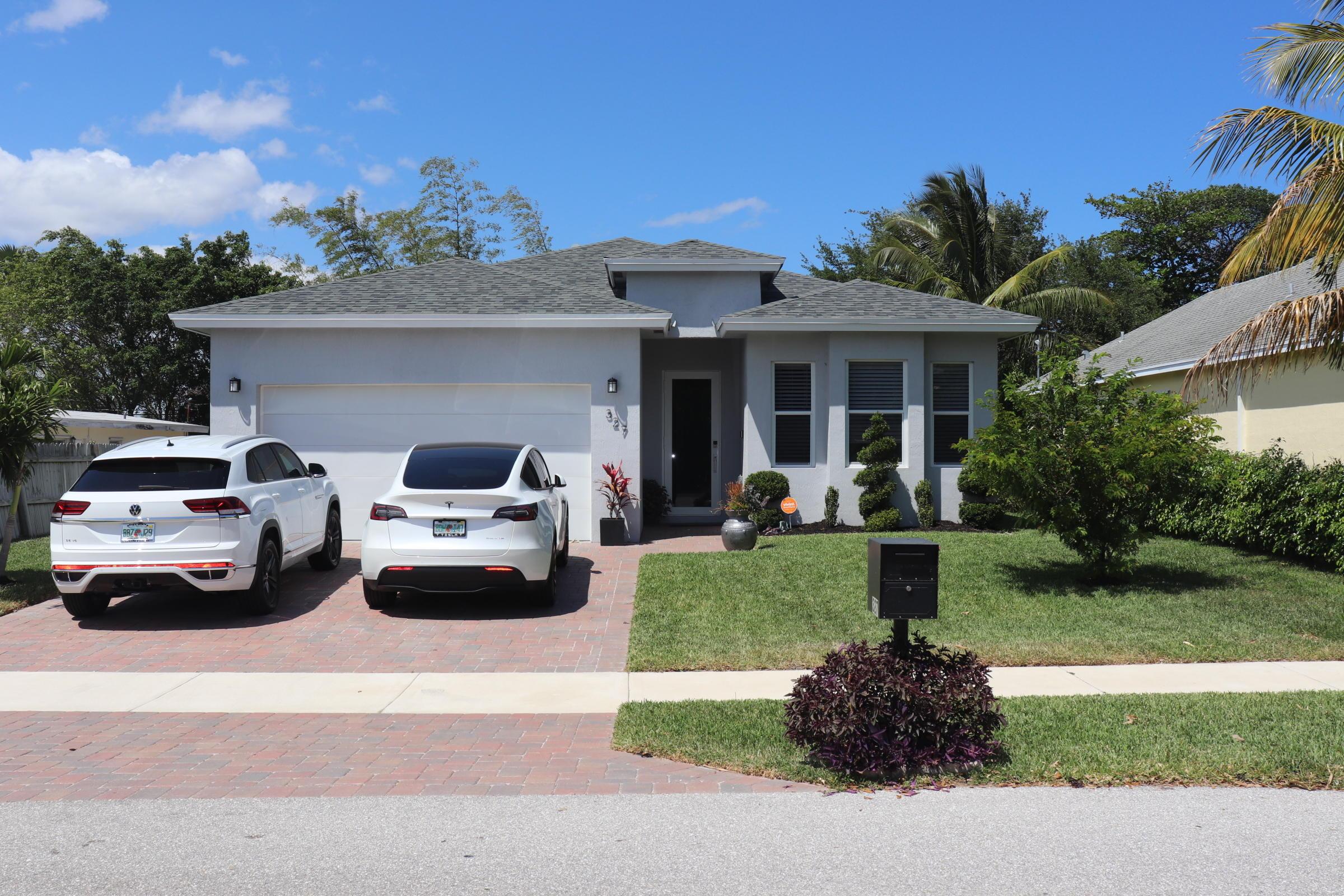 327 SW 2nd Avenue  Boynton Beach, FL 33435