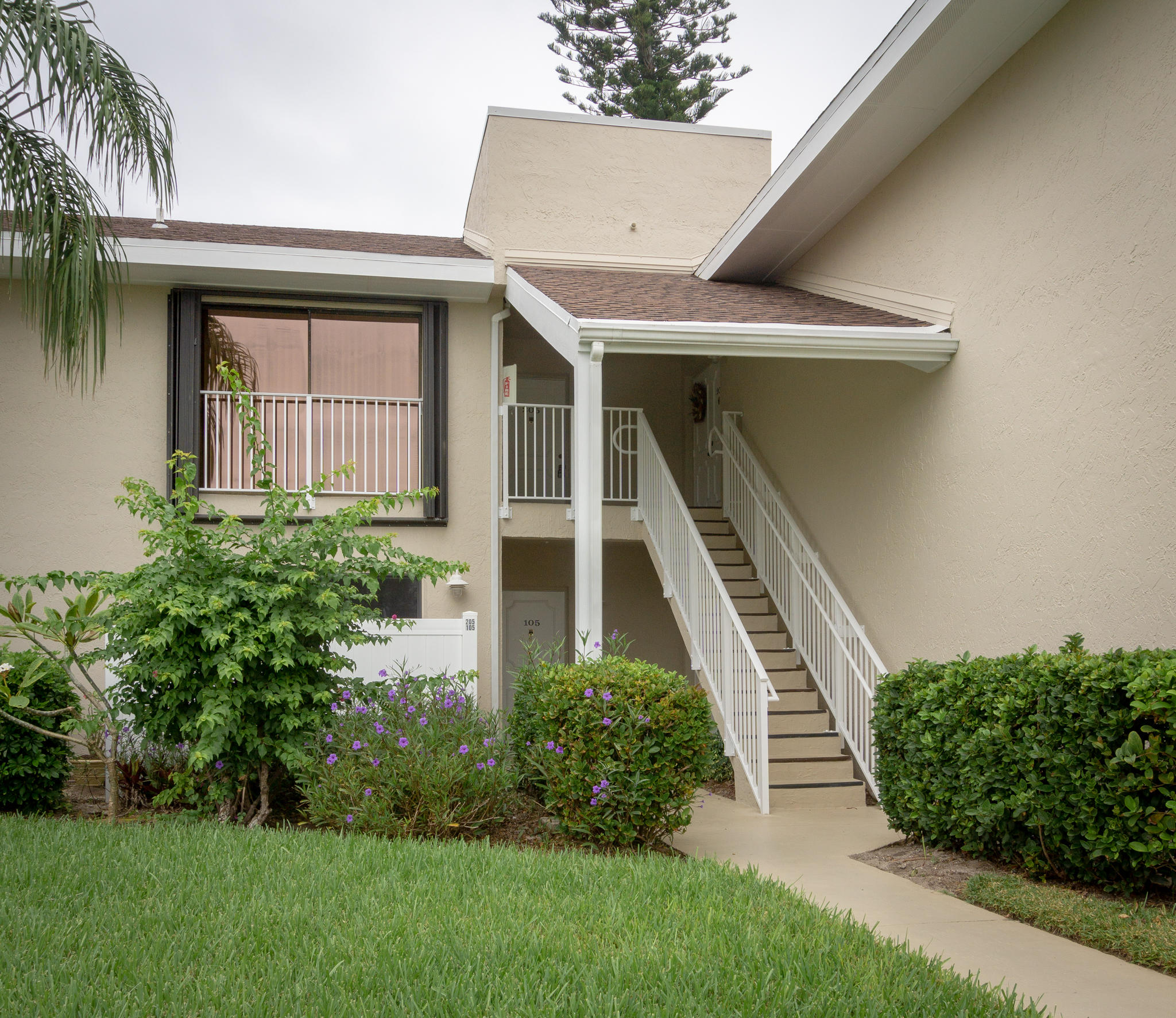 3216 S Lakeview Circle 5205 For Sale 10705784, FL