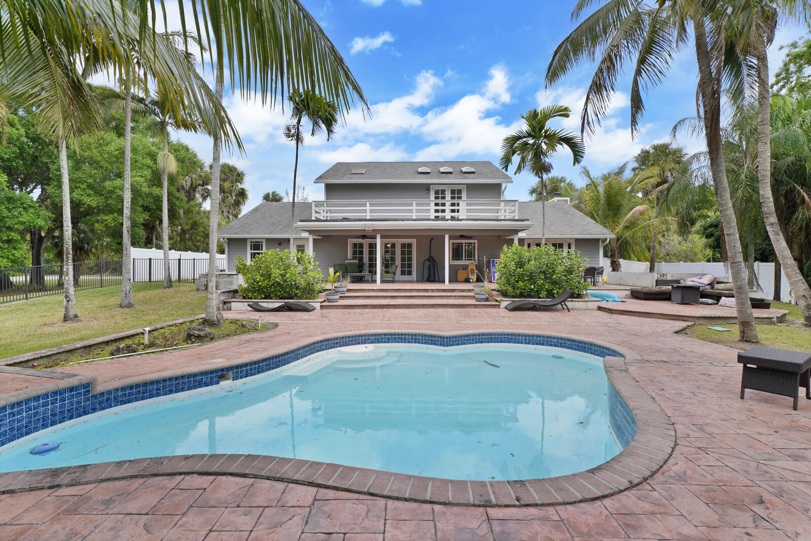 284  Westwood Circle  For Sale 10705850, FL