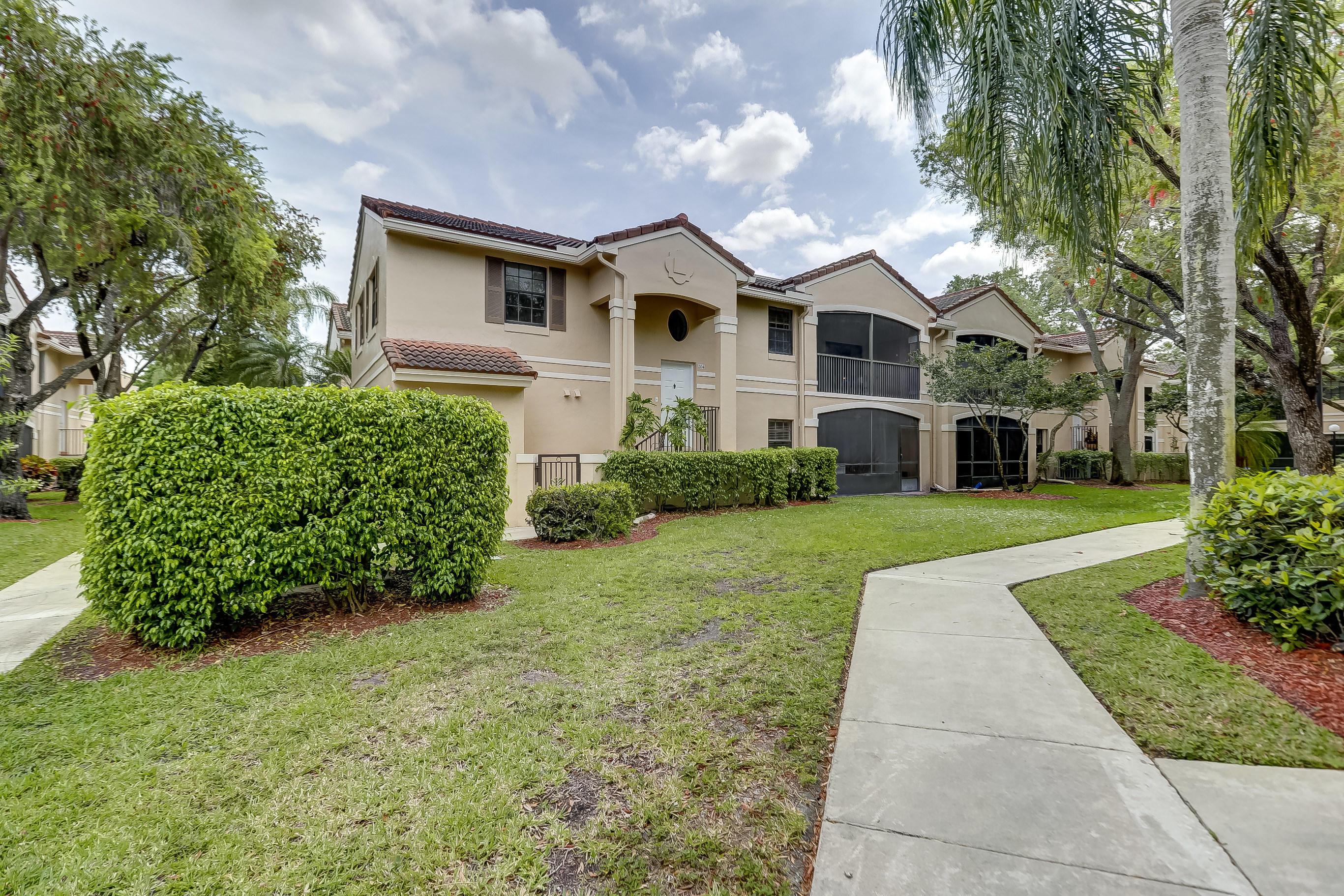 402 SW 158th Terrace 204 Pembroke Pines, FL 33027 photo 2
