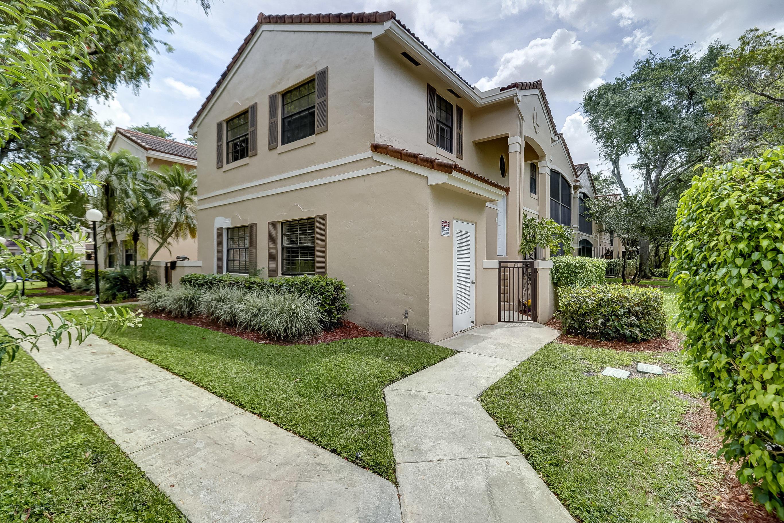 402 SW 158th Terrace 204 Pembroke Pines, FL 33027 photo 3