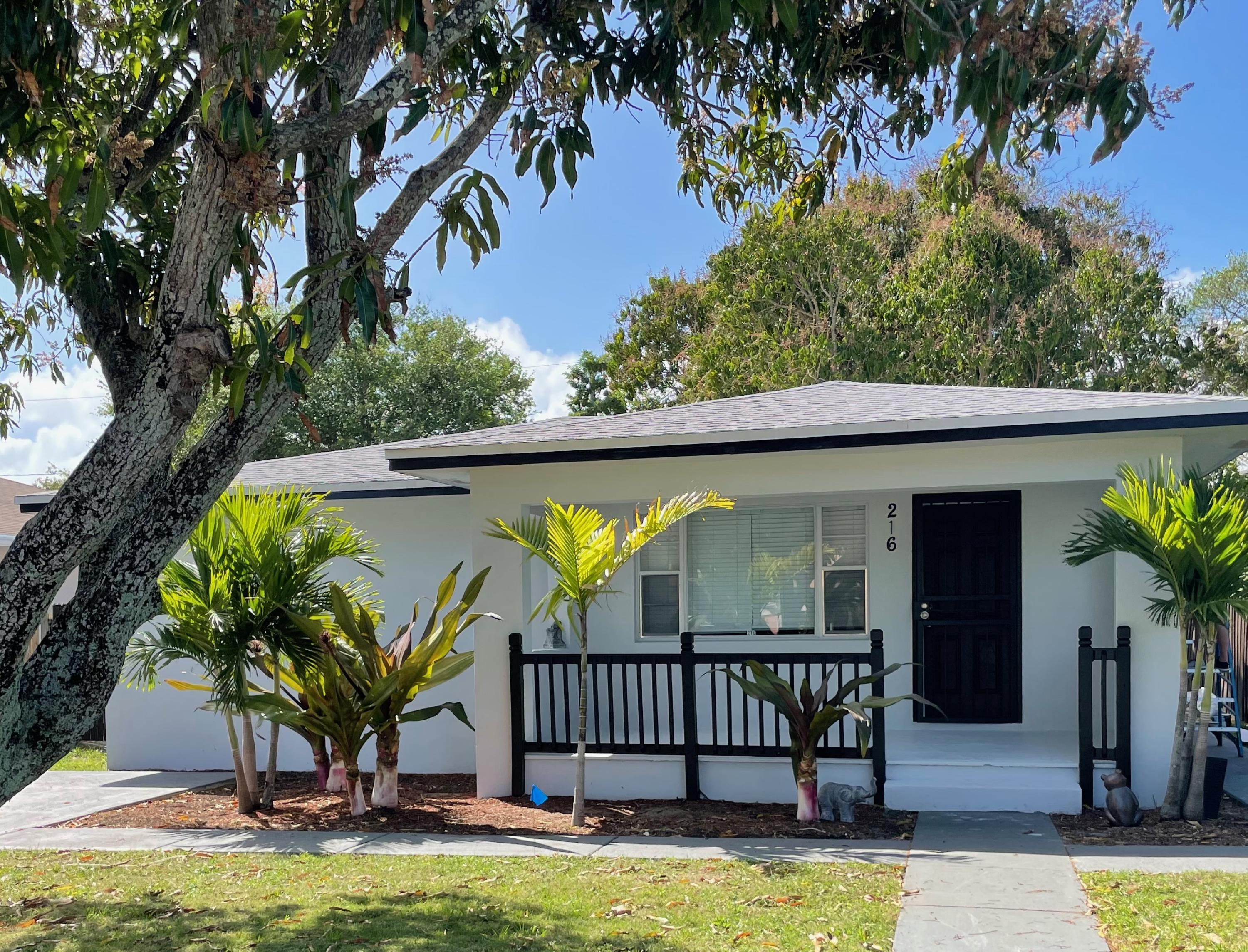 216 SW 3rd Avenue  For Sale 10706226, FL