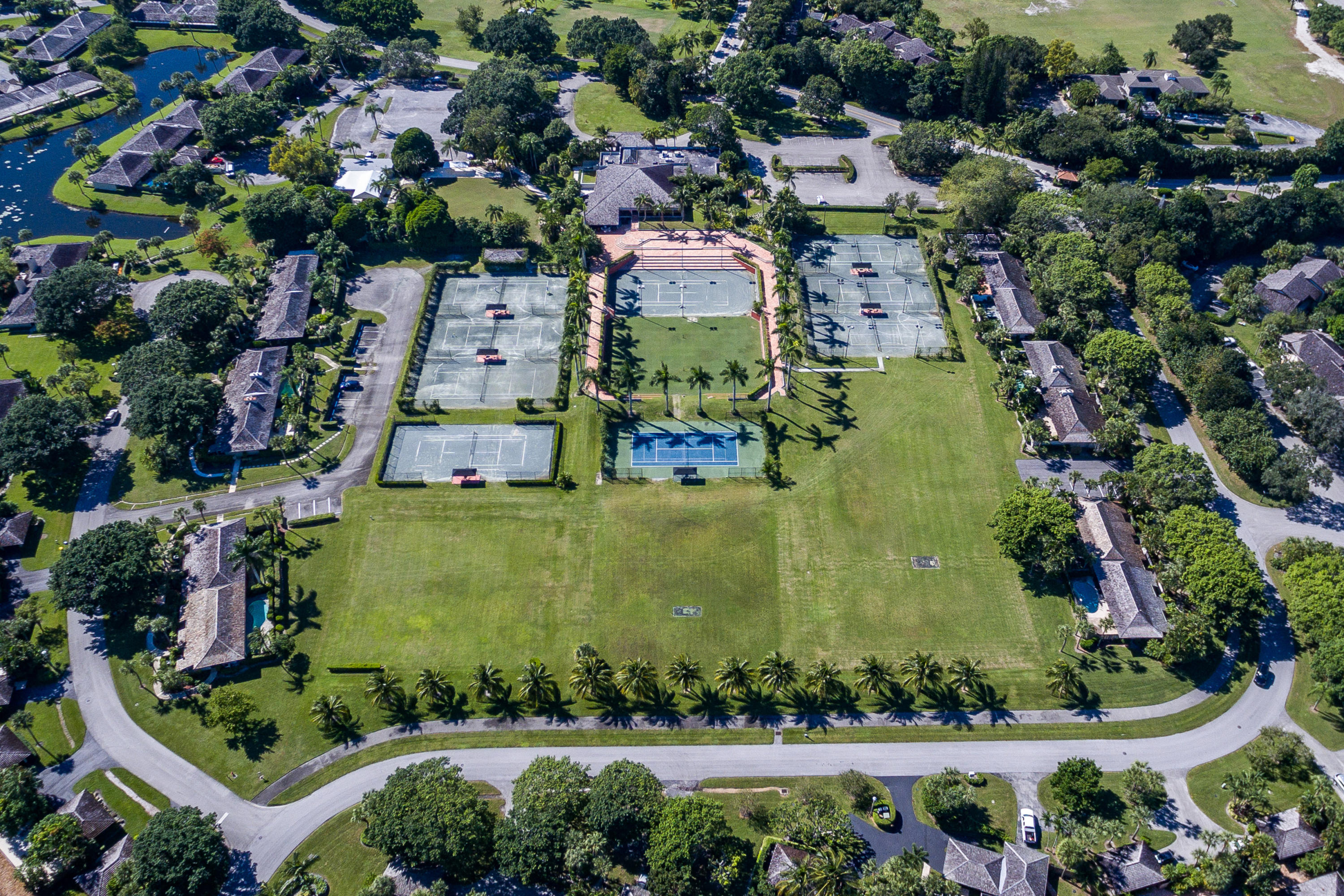 Walking distance to Tennis Courts