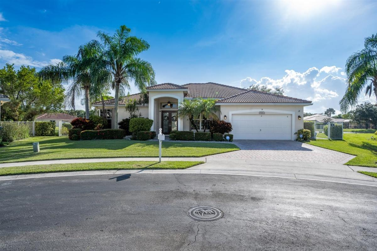 9262 Emily Circle Lake Worth, FL 33467