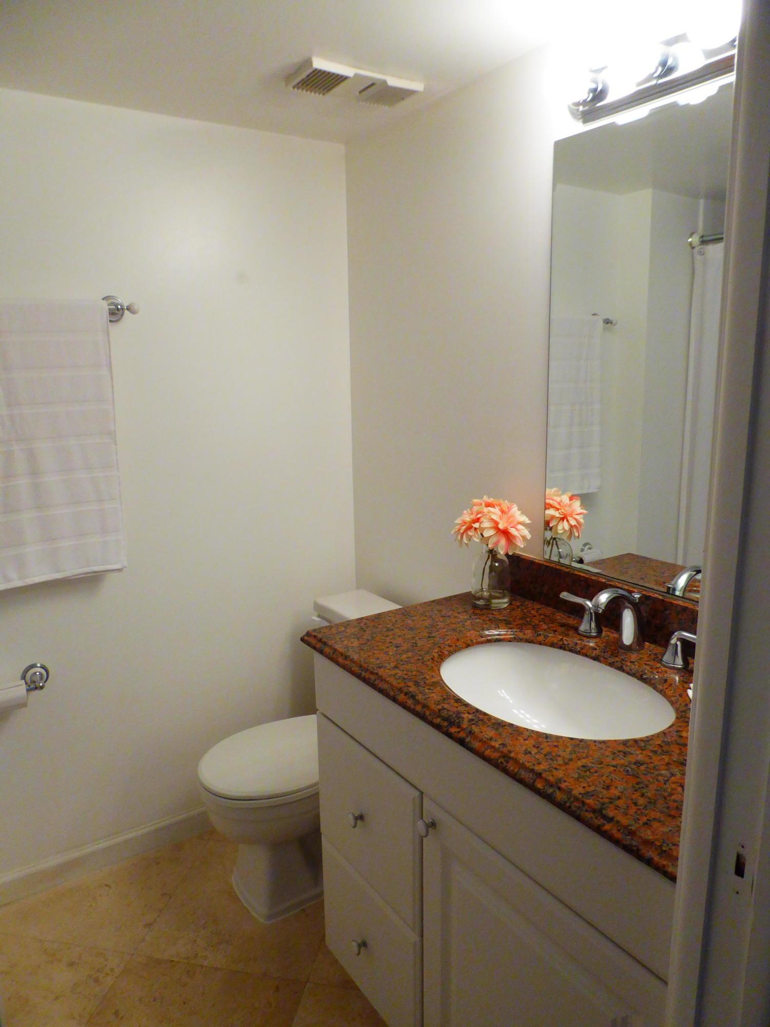 2nd Bath w/Tub/Shower Combo