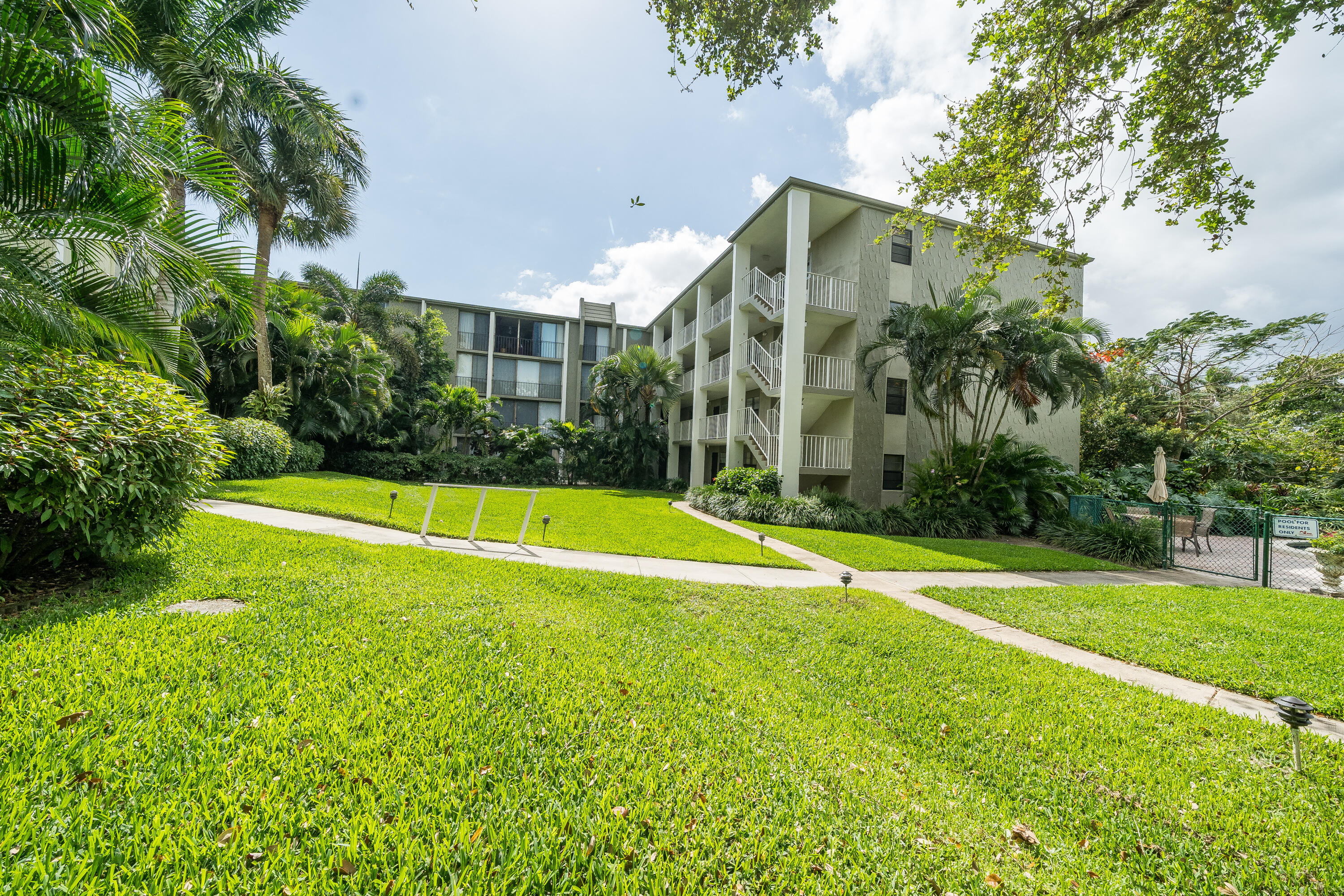 501 SW 11th Place #101