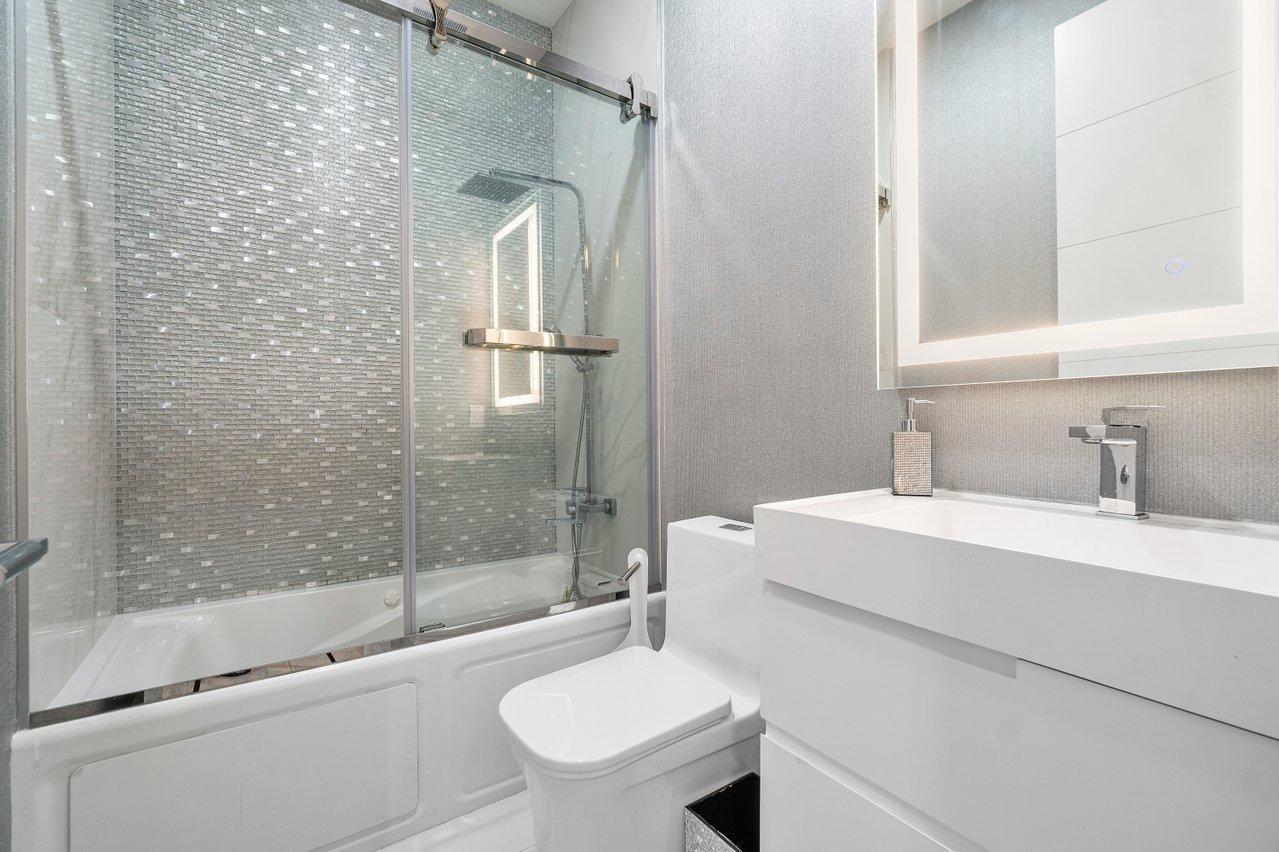 Guest 1 En suite Bathroom