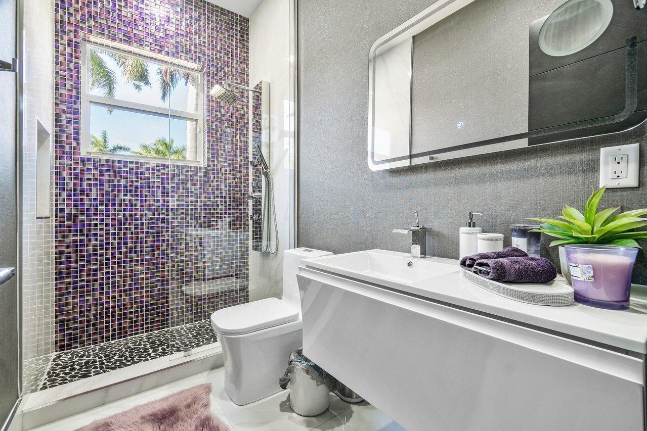 Ensuite Guest 1 Bathroom