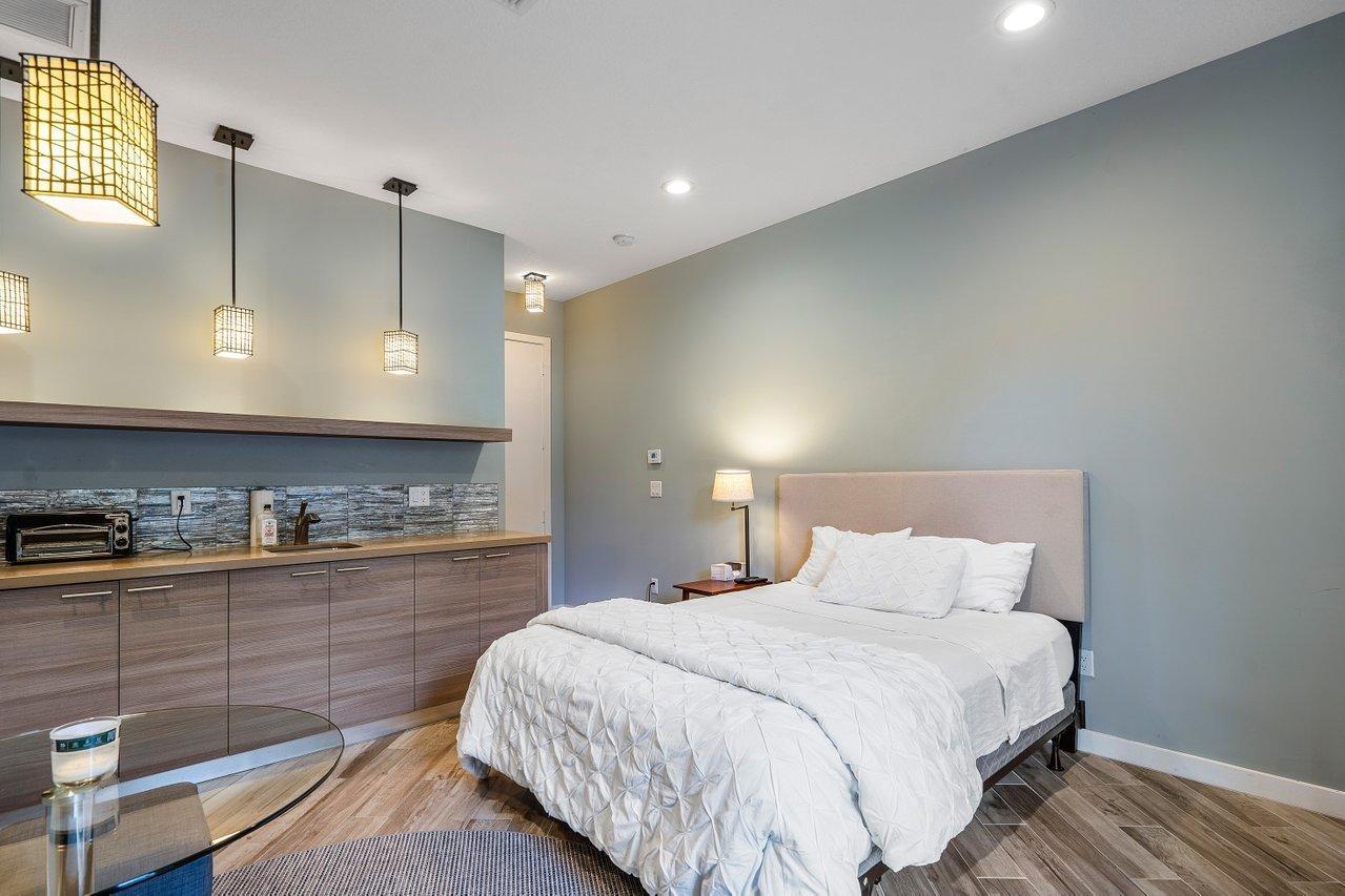 studio bed and kitchen