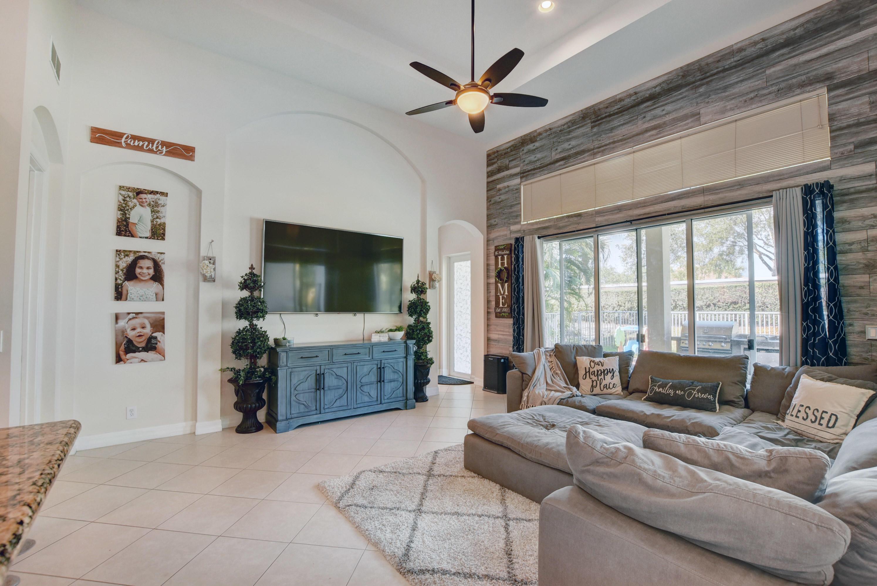8525 Butler Greenwood Drive Royal Palm Beach, FL 33411 photo 12
