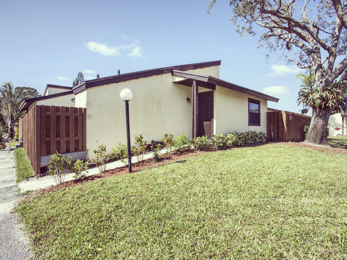 Home for sale in FOXWOOD ESTATES 2 OF LAKESIDE GREEN West Palm Beach Florida