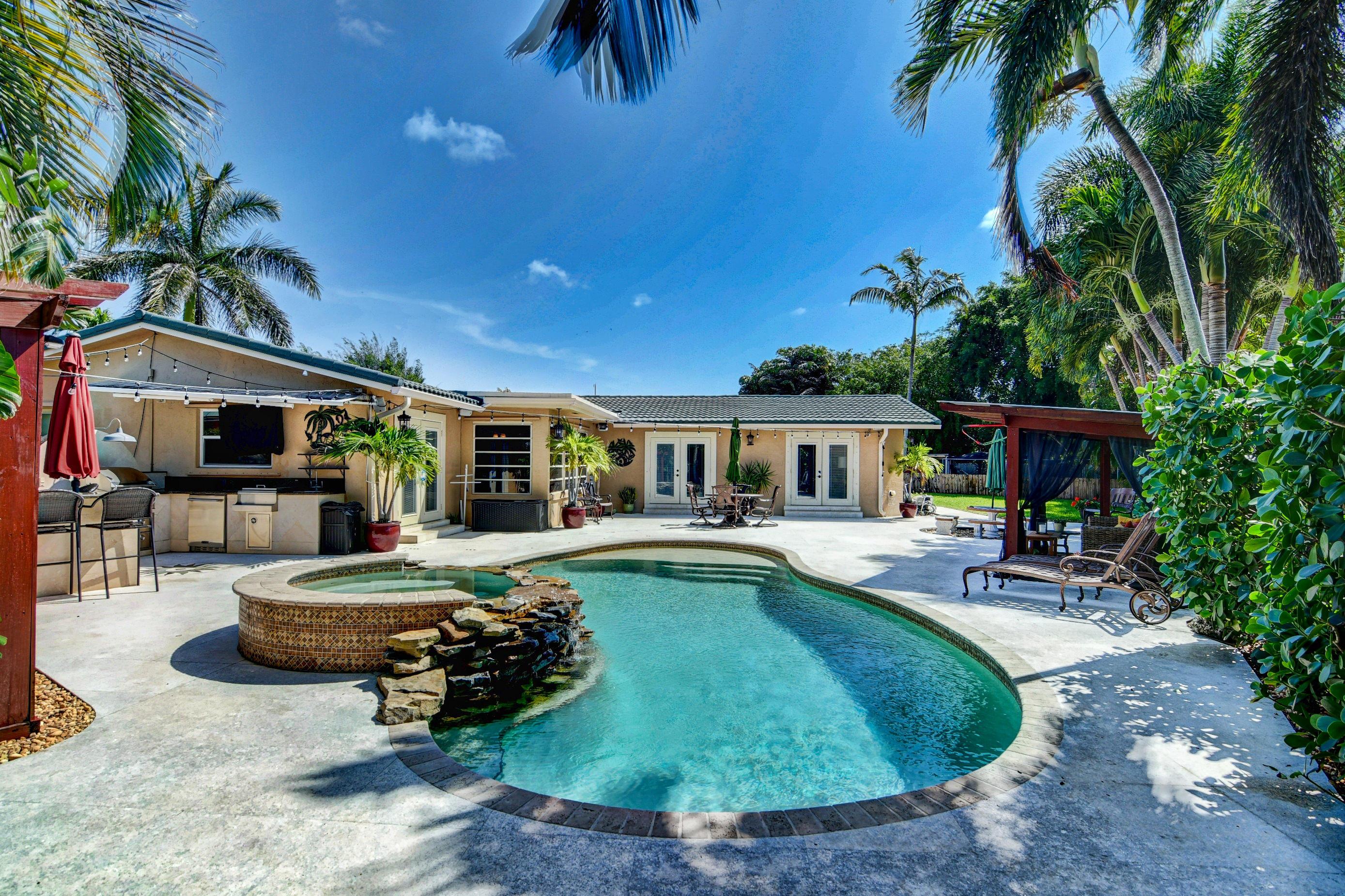 Home for sale in BOCA RATON SQUARE UNIT 19 Boca Raton Florida