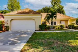 10195 Greentrail Drive N, Boynton Beach, FL 33436