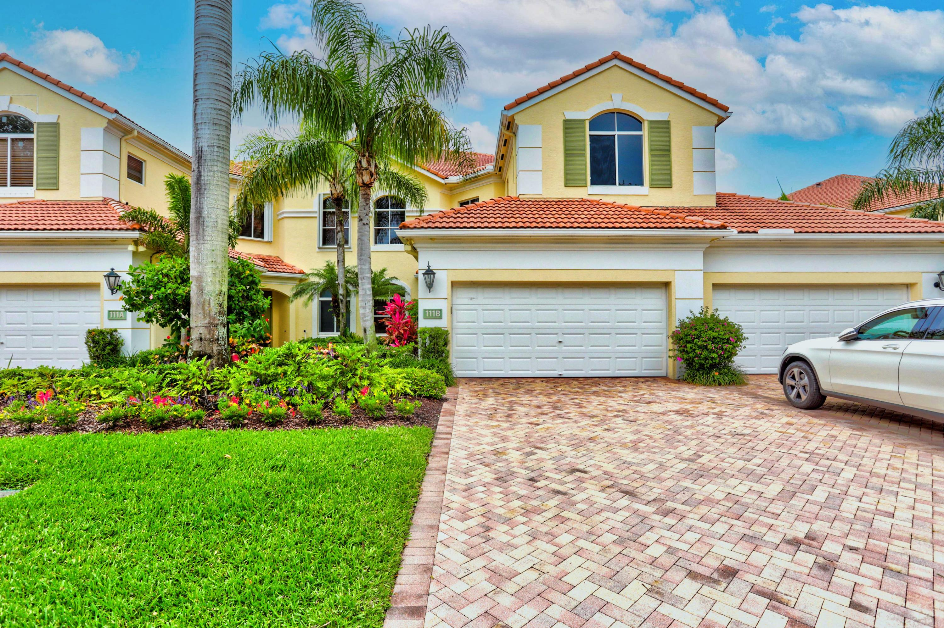 Fully Furnished downstairs Coach home.  Large Kitchen looking out to the living room and the beautiful water view.Palm Bay has it's own  Club House one  minute walk from property with a Pool.With the Social Membership you receive all access to the Club and dinning.