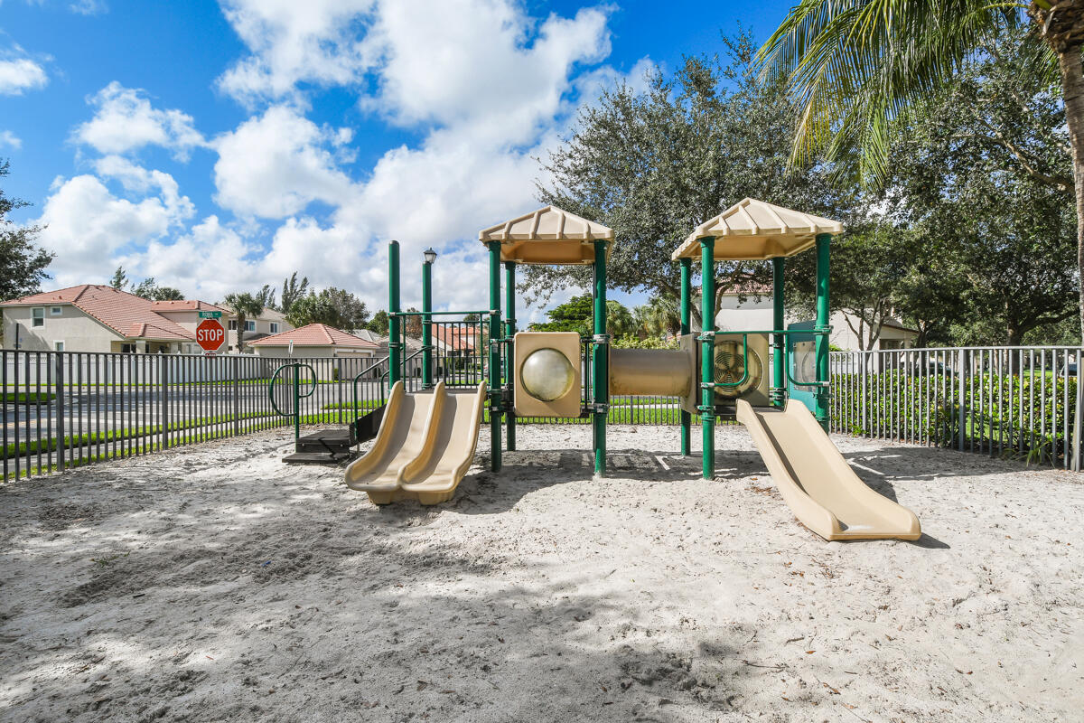 8034 Murano Circle Palm Beach Gardens, FL 33418 photo 3