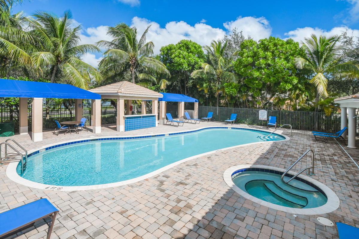 8034 Murano Circle Palm Beach Gardens, FL 33418 photo 2