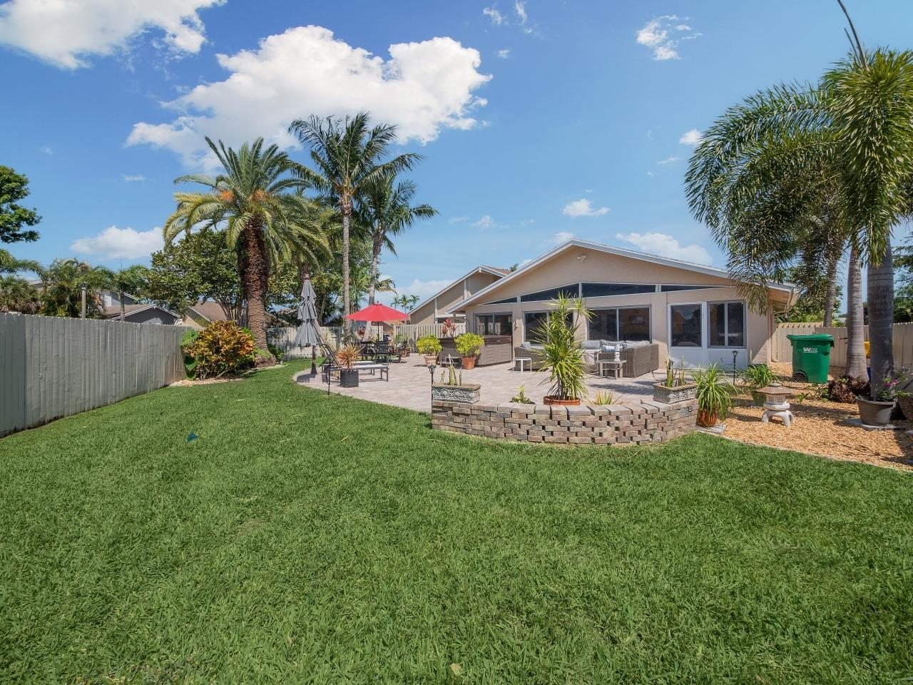 1985 NW 10th Street  For Sale 10708237, FL