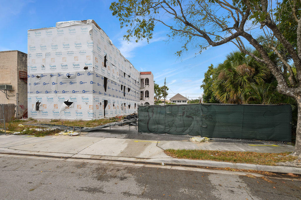 Details for 325 Lakeside Court S, West Palm Beach, FL 33407