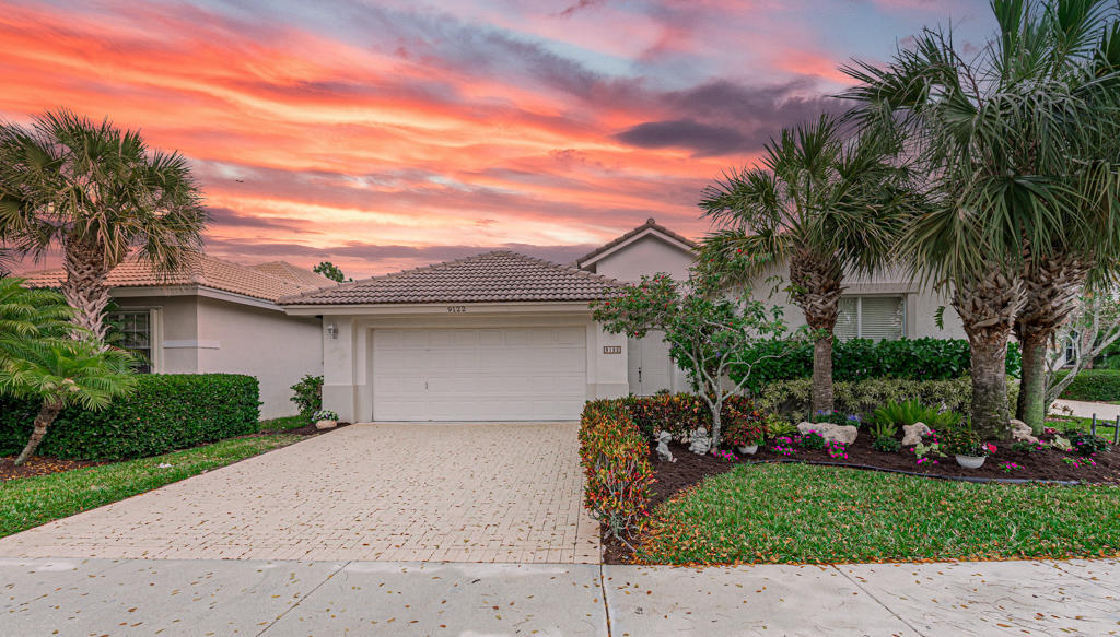 9122  Bay Harbour Circle  For Sale 10709368, FL