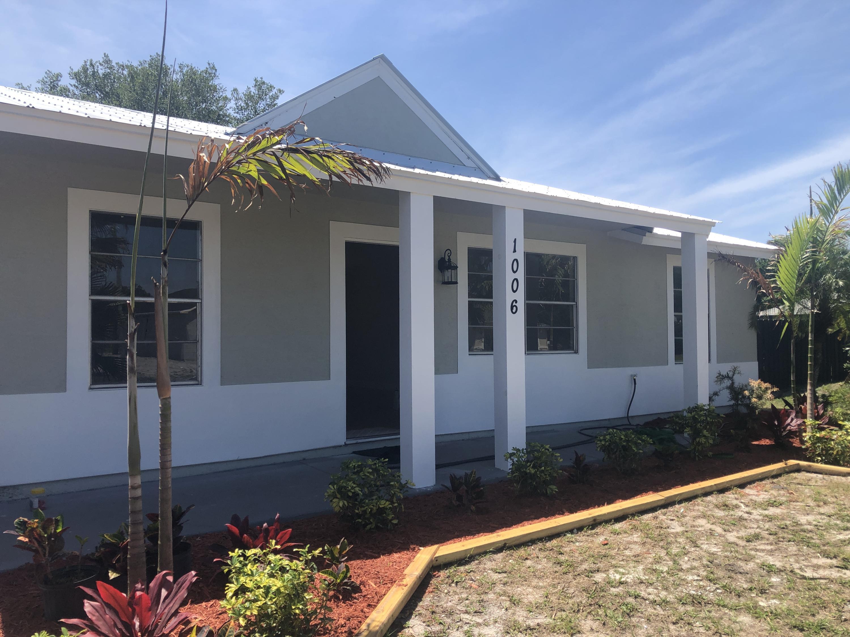 1006 SW Estaugh Avenue Port Saint Lucie, FL 34953