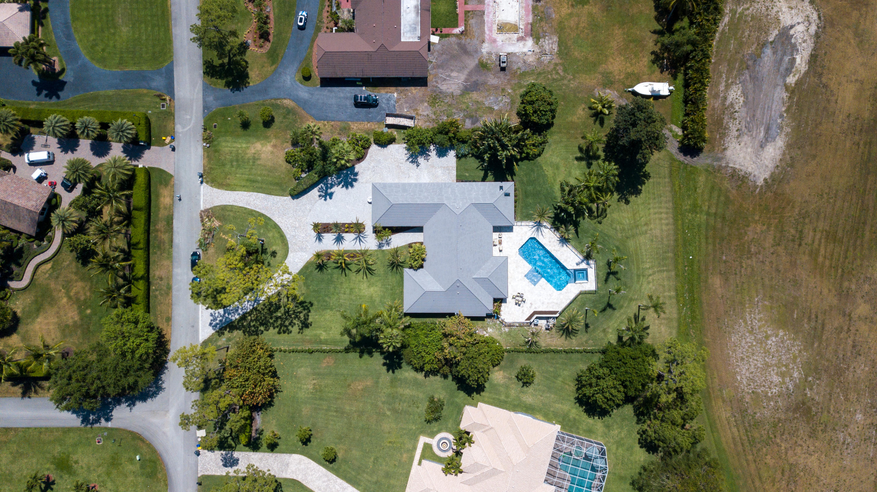 9355  Dundee Drive  For Sale 10710063, FL