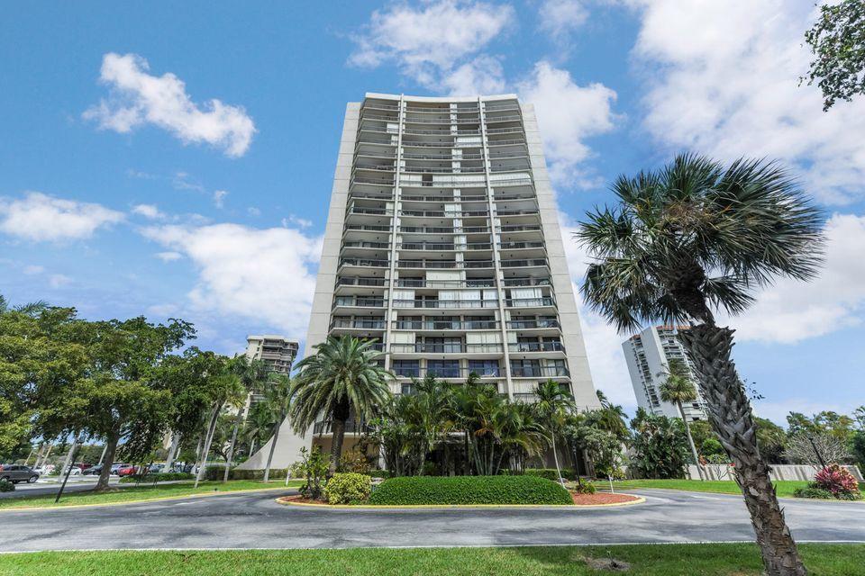 2425 Presidential Way 903 West Palm Beach, FL 33401 photo 1