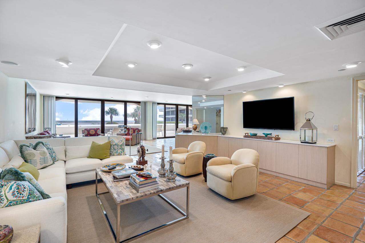 Living Room & Ocean