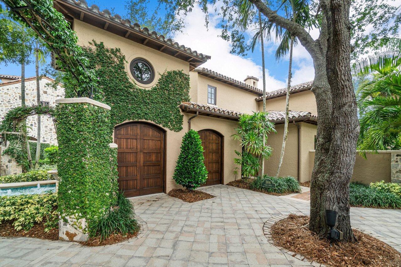 304  Villa Drive  For Sale 10710787, FL
