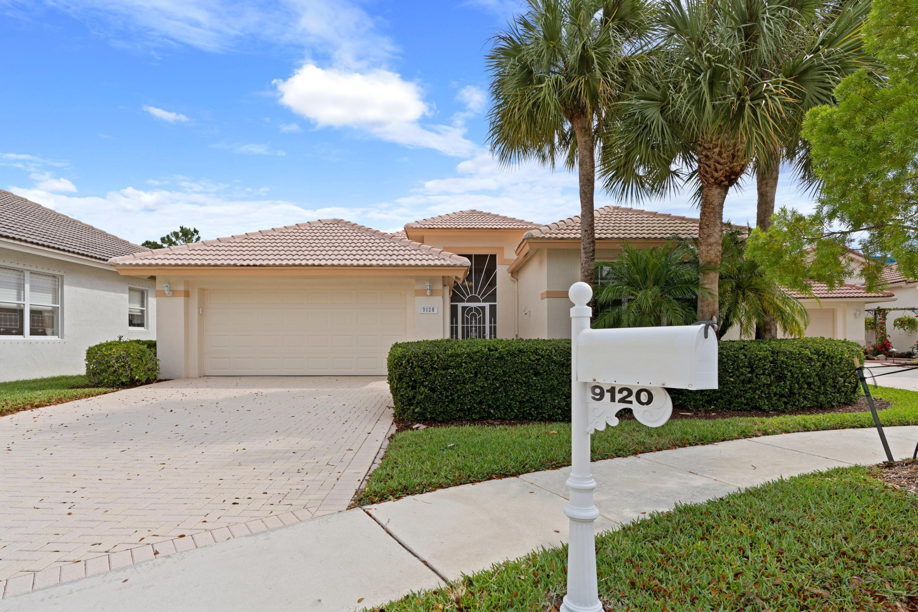 9120  Bay Harbour Circle  For Sale 10713077, FL
