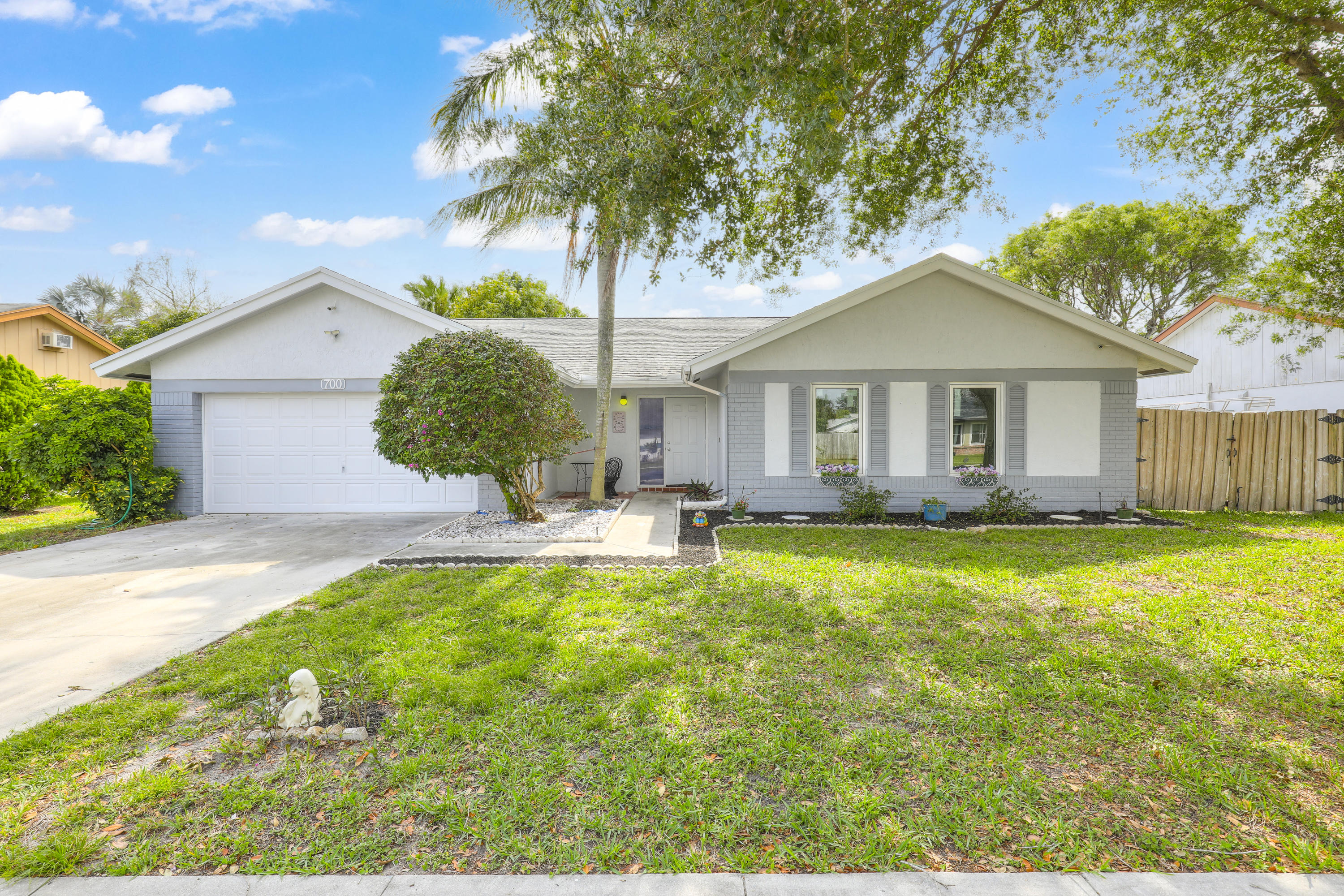 700 NW 10th Court  For Sale 10710120, FL