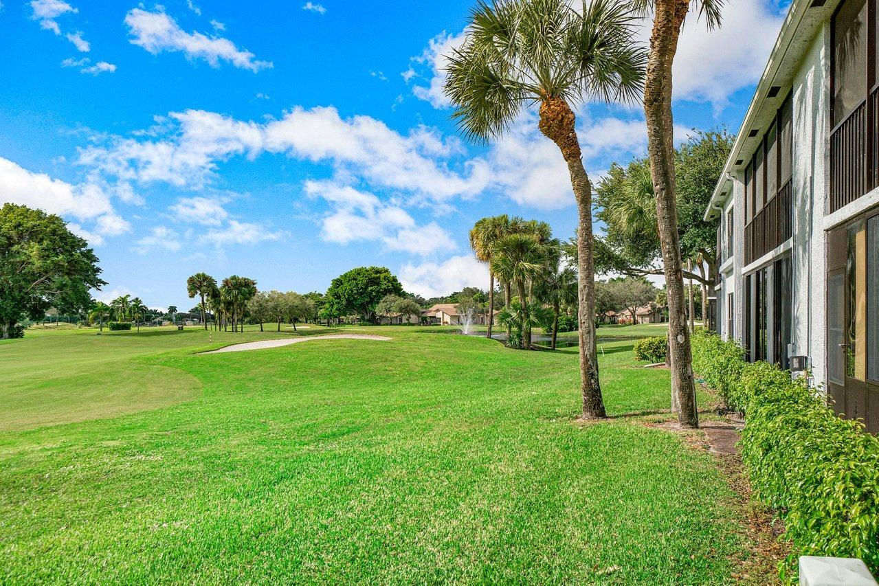 5086  Golfview Court 1625 For Sale 10712708, FL