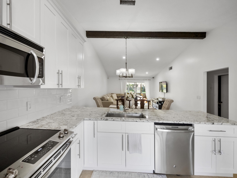 1026  Green Pine Boulevard D For Sale 10711423, FL