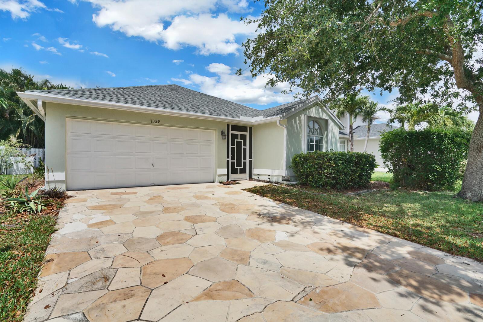 1329  Fairfax Circle  For Sale 10711080, FL