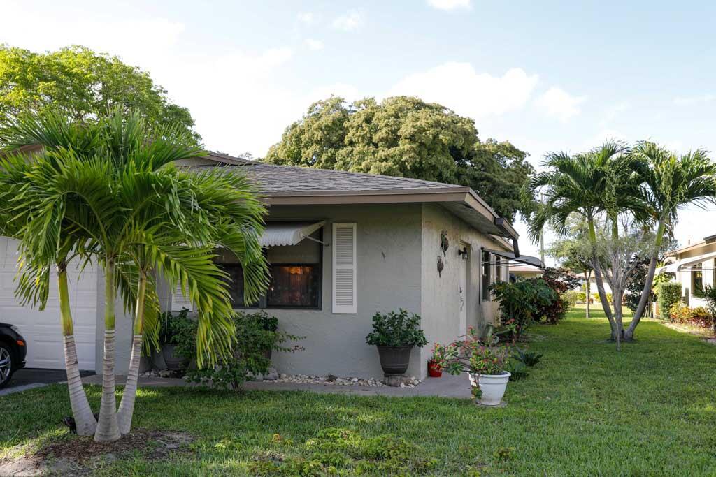 1529  Palmland Drive  For Sale 10712032, FL