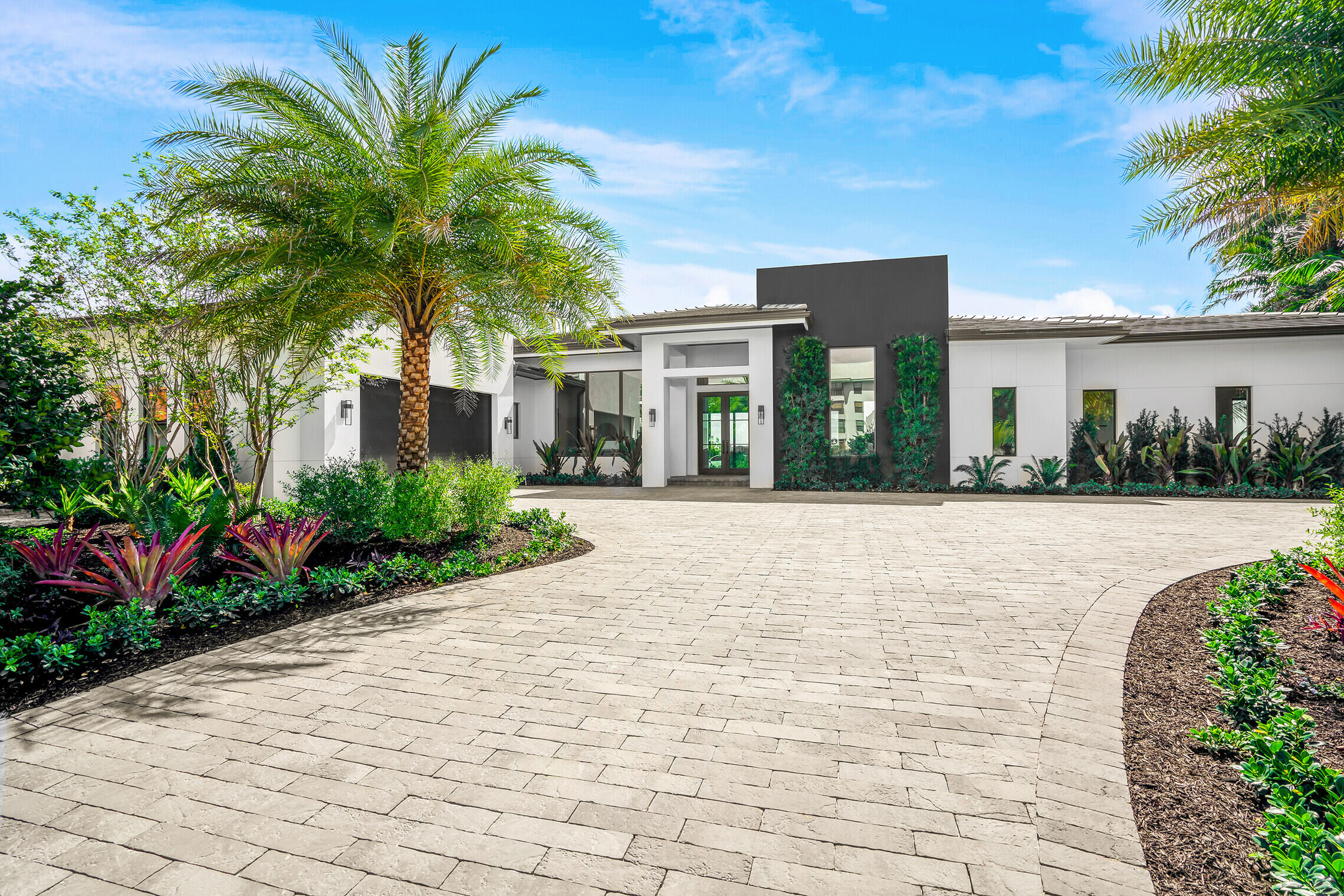 3500  Embassy Drive  For Sale 10712149, FL