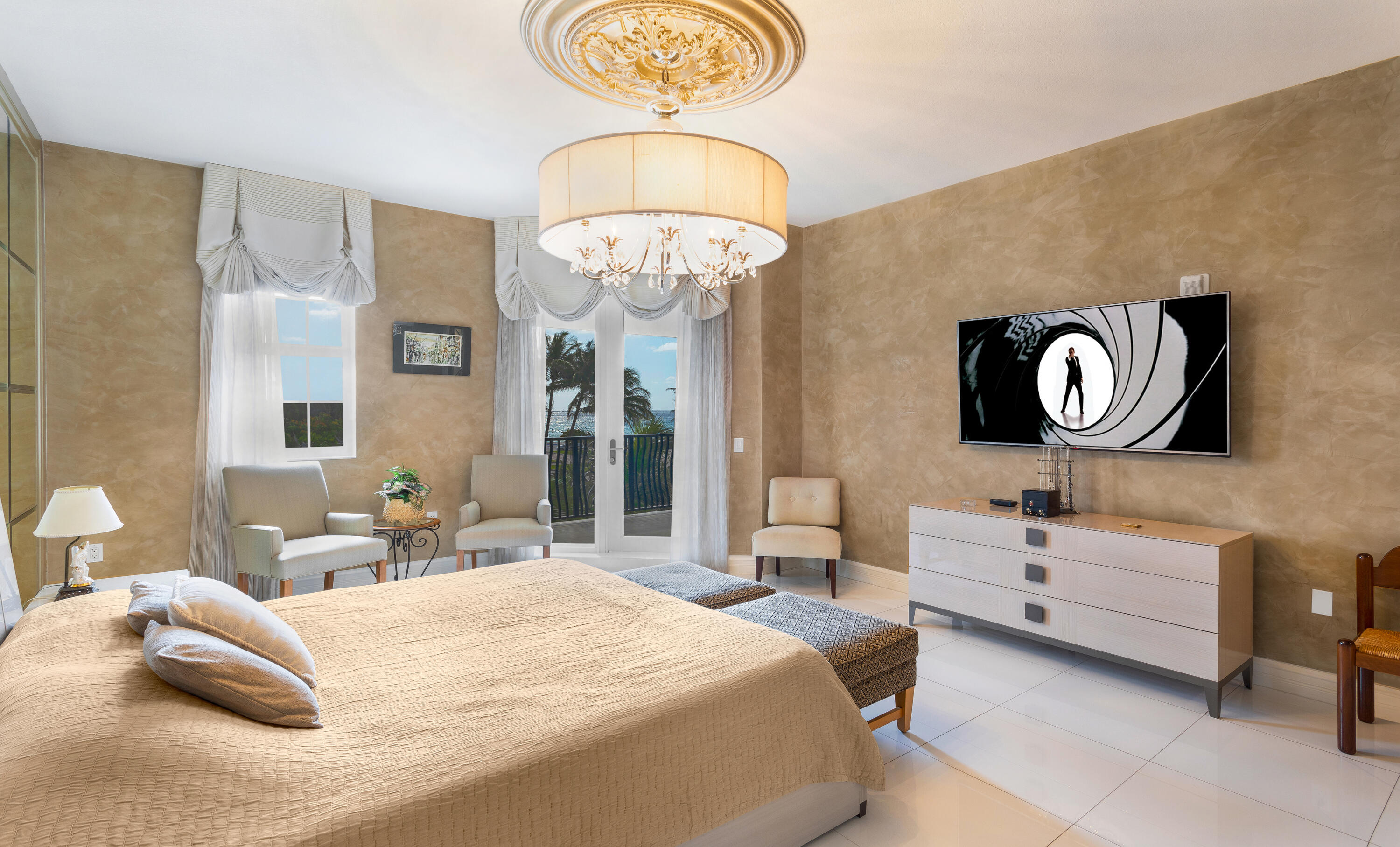 PRIMARY SUITE WITH OCEAN VIEWS