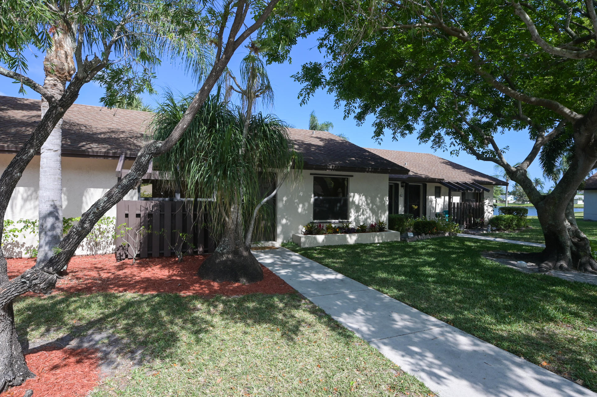 71 Via De Casas Norte Boynton Beach, FL 33426 photo 2